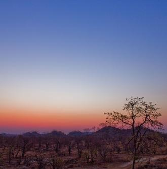 Projects Abroad志工在博茨瓦納的休息時間,享受日落景致