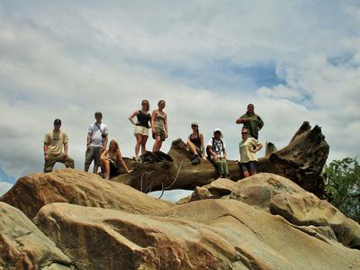 Projects Abroad志工參與博茨瓦納環保工作,正在休息