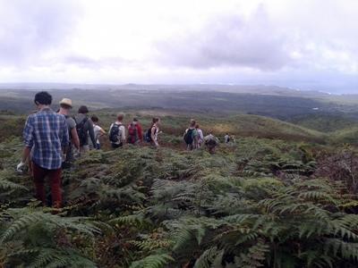 厄瓜多爾志工在山區健行遠足