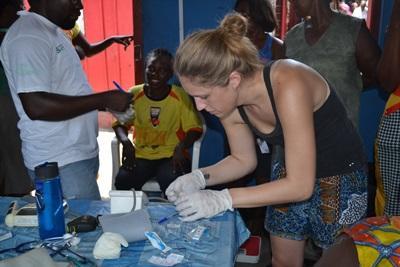 非洲志工在醫院工作