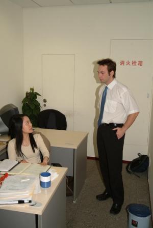 志工參與亞洲法律及人權項目諮詢當地員工的意見