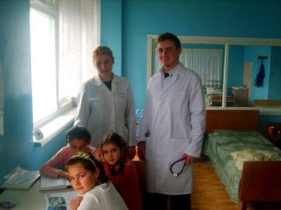醫學志工和他們幫助的歐洲兒童病患