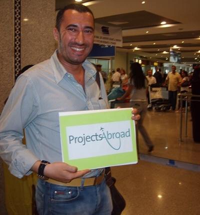 Projects Abroad摩洛哥當地職員在機場迎接志工的到來