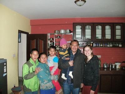 來自澳洲的Projects Abroad關愛志工和她在尼泊爾加德滿都寄宿家庭