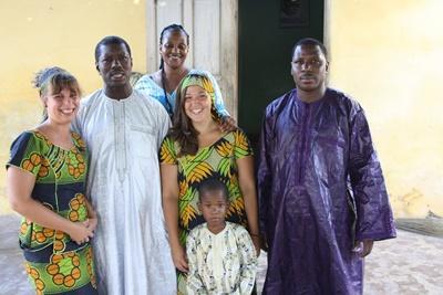 Projects Abroad志工和他們在非洲聖路易的寄宿家庭