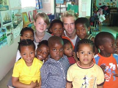 南非關愛項目的孩子與國際志工
