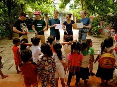 Projects Abroad在泰國的關愛機構的孩子們在大笑