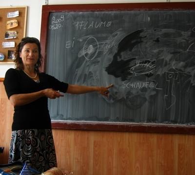 志工參與羅馬尼亞教學項目在講課