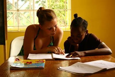 教學志工參與牙買加的義教工作