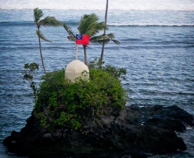 島上豎立薩摩亞國旗 – Projects Abroad在薩摩亞設立志工項目