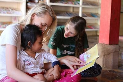 Projects Abroad 社區關愛志工向柬埔寨高聲朗讀英語故事