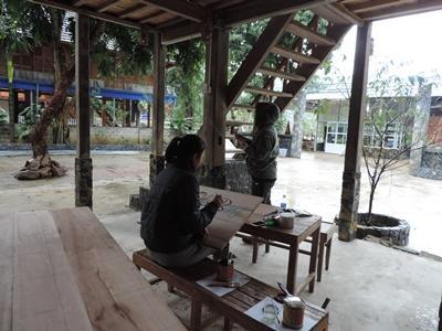 Projects Abroad越南商業項目實習生製作宣傳標語協助當地的小型企業進行市場營銷