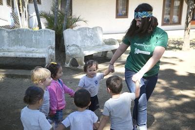 哥斯達黎加孩子享受與Projects Abroad志工一起在戶外遊玩的時光