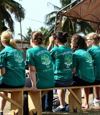 Projects Abroad HIV/愛滋病援助項目的志工出席多哥洛美舉行的外展活動
