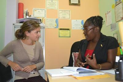 志工與牙買加當地的職員意見交流