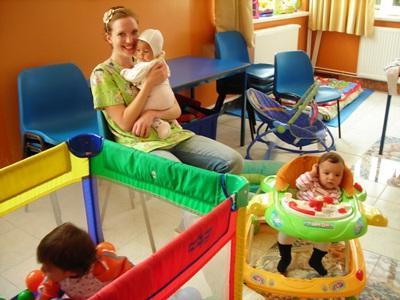 志工到羅馬尼亞關愛中心幫助需要特殊照顧的兒童
