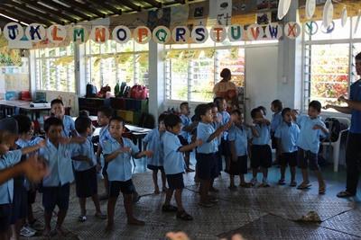 薩摩亞阿皮亞一群幼童在Projects Abroad關愛機構All Saints Anglican學前學校
