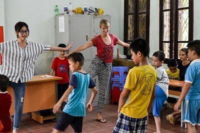 Projects Abroad關愛志工在越南復康中心照顧有特殊需要的孩子