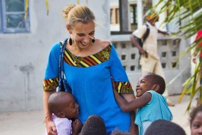 國際志工照顧有需要的孩子