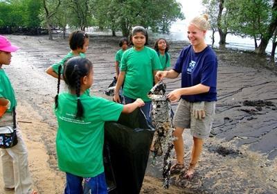間隔年志工參與泰國Projects Abroad項目進行社區服務