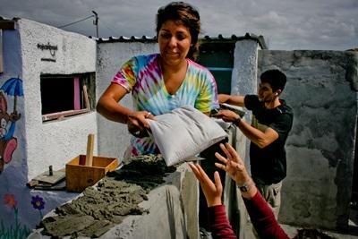 志工奉獻自己的力量在南非參與建設項目