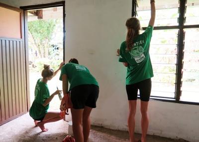 Projects Abroad斐濟志工參與塗漆粉飾的工作