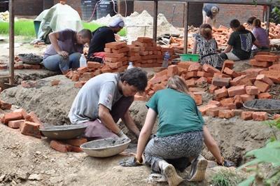 Projects Abroad災後重建項目志工在尼泊爾的學校工作
