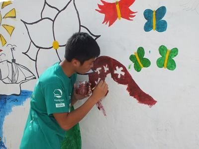 Projects Abroad高中生志工營在塞內加爾幼兒園的外牆繪畫新的壁畫