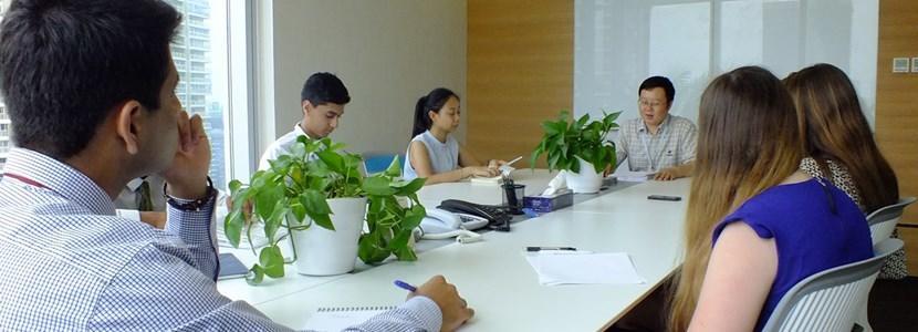 高中實習生參與商業項目,出席在海外的商務會議