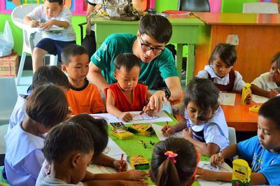 社區關愛志工在菲律賓支援孩子的健康發展成長