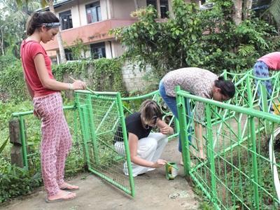 斯里蘭卡社區關愛志工幫忙翻新服務機構的設施