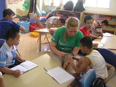Projects Abroad社區關愛志工在越南的河內,幫助友愛村落需要特殊照顧的一群
