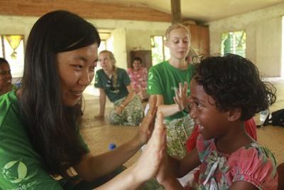 Projects Abroad 關愛志工在斐濟的服務機構照顧當地的孩子們