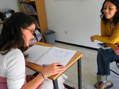 高中生志工在摩洛哥與Projects Abroad員工參與語言課程