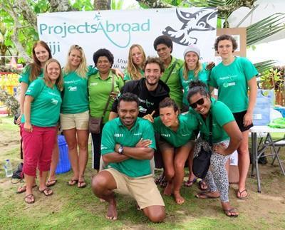 南太平洋斐濟的志工和員工合照