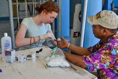 Projects Abroad高中生志工參與菲律賓的公共保健外展醫療工作