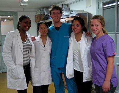 適合高中生參與的醫學志工營及西班牙語課程