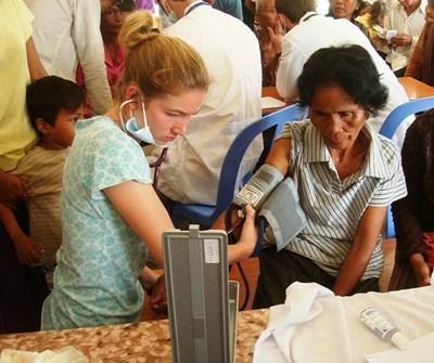 柬埔寨公共保健志工營