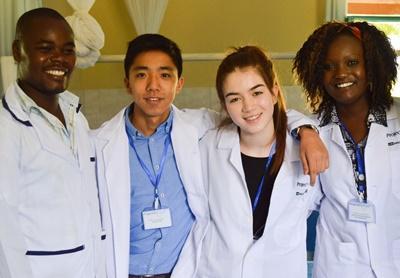 Projects Abroad醫學高中生志工與納紐基的醫生團隊
