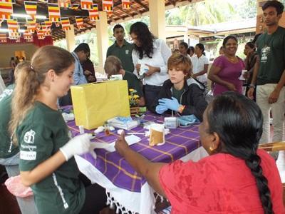 參與斯里蘭卡醫學志工營的青年志工al project.