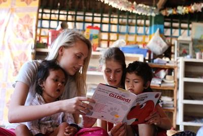 青年學生選擇參與Projects Abroad的柬埔寨國際志工工作,在日間關愛中心照顧孩子