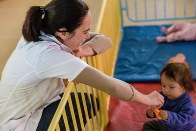 Projects Abroad社工實習生在科恰班巴的關愛機構陪伴玻利維亞的孩子