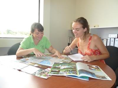 哥斯達黎加新聞項目志工和員工分析一篇新聞報導