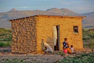 志工在坦桑尼亞村落進行電影製作項目