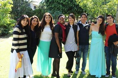 Projects Abroad志工在墨西哥瓜達拉哈拉的校園跟當地學生見面