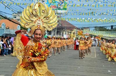 菲律賓人熱烈慶祝當地的節慶