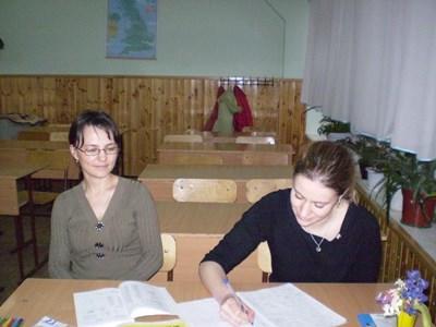 志工從Projects Abroad語言教師身上學習羅馬尼亞語