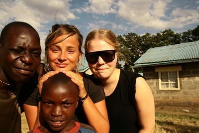肯雅人和Projects Abroad志工的合照