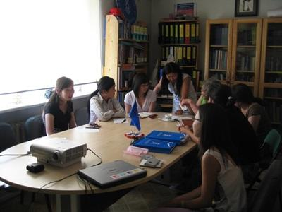 蒙古實習單位的職員和志工們一起進行人權個案諮詢工作