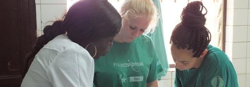 藥學系學生參與 Projects Abroad的實習項目